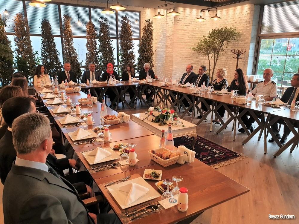 Vali Yazıcı'dan komutanlara veda yemeği