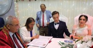 Başkan Demirtaş'tan genç çifte nikah sürprizi