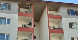 Dengesini kaybedip balkondan düşen şahıs hayatını kaybetti