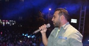 Emre Kaya Burdur'da yüzlerce hayranıyla buluştu