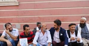 EMŞAV'dan HDP önünde oturma eylemi yapan ailelere destek