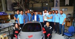 İskenderun'da üniversite öğrencileri insansız hava aracı ve hidrojenle çalışan otomobil yaptı