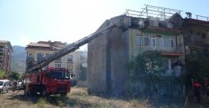 Isparta'da ev yangınında korku dolu anlar