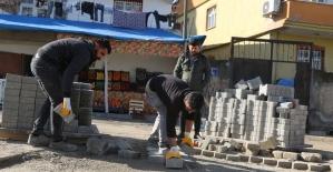 Cizre'de yol yapım, onarım ve parke taşı döşeme çalışması
