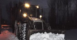 Hastaneden taburcu olan çocuk kardan evine ulaşamayınca belediye seferber oldu