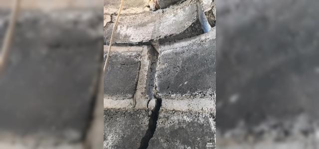 Kırkağaç'ta depremde hasar gören cami minaresi kontrollü şekilde yıkıldı