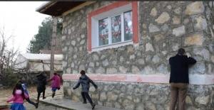 Milli Eğitim Müdürü Kösterelioğlu, köy okulu öğrencileriyle saklambaç oynadı
