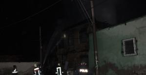 Tarsus'ta iki evin kullanılmaz hala geldiği yangın mahalleliyi korkuttu