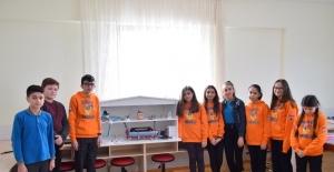 Çanakkaleli öğrenciler, kendi enerjisini üreten bir temizlik makinesi için kolları sıvadı