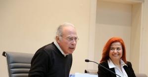 """Doç. Dr. Yavuz Dizdar'dan ailelere sosyal medya tepkisi: """"Evde herkesin elinde cep telefonu olursa çocuk neden okusun"""""""