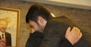 HDP önünde eylem başlattı, 6 yıl sonra oğluna kavuştu