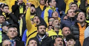 MKE Ankaragücü Başkanı Fatih Mert maçı taraftar ile izledi