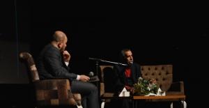 Oyuncu Turgay Tanülkü sinemaseverlerle Esenler'de bir araya geldi