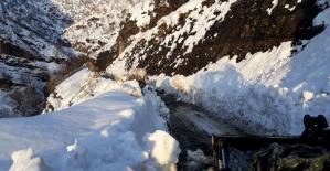 Şırnak'ta kardan kapanan köy yolları ulaşıma açıldı