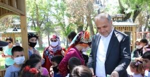 Başkan Üçok'tan çocuklara hem sürpriz hem müjde