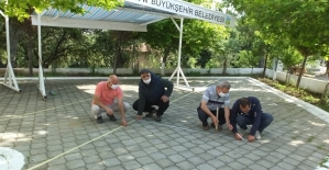 Burhaniye'de cami avluları Cuma Namazı'na hazırlandı