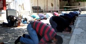 Camiler yeniden ibadete açıldı