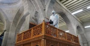 Dezenfekte edilen camiler ibadete hazır
