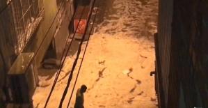 Diyarbakır'da sağanak yağmur sonrası dolu yağdı, sürücüler zor anlar yaşadı