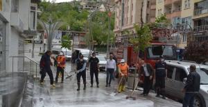 Hakkari cadde ve sokakları köpüklü suyla yıkandı