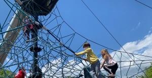 Isparta'da çocuklar bu izinde de parklara akın etti