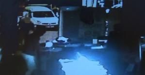 İzmir'de yüzü maskeli 4 şahsın telefon mağazası soygunu kamerada