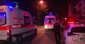 """Kadıköy'de """"kız meselesi"""" kanlı bitti: 4 yaralı"""