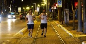 Kısıtlama biter bitmez sokakta spora başladılar