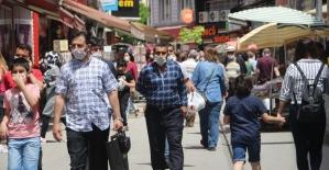 Kısıtlama sonrası vatandaşlar sokaklara akın etti