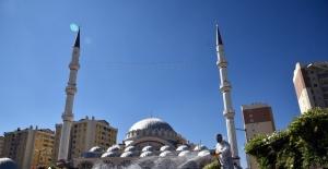 Konya'da cami avluları cuma namazına hazırlanıyor