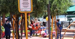 Parklar yine çocuklarla dolup taştı