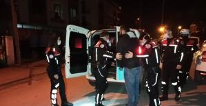 Polisten kaçan motosiklet sürücüsü ile polis arasından nefes kesen kovalamaca