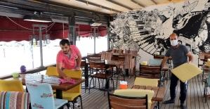 Restoran, kafeler ve kahvehaneler açılışa hazırlanıyor