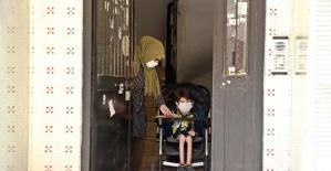 """SMA hastası Umutcan 90 gün sonra ilk kez sokağa çıktı, """"Bomba gibiyim"""" dedi"""