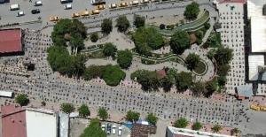 Van'da cuma namazı için kurbanlar kesildi