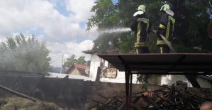 Yangının ortasında kalan ineği itfaiye ekipleri kurtardı