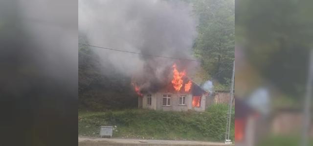 Rize'de 1 ev yanarak kullanılmaz hale geldi
