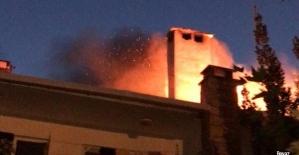 Barbekü kıvılcımı çatıyı yaktı
