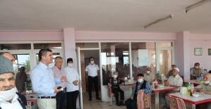 Başkan Ercengiz yaşlılarla bayramlaştı