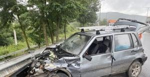 Düzce TEM otoyolunda otomobil bariyerlere girdi: 1 yaralı