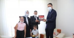 Vali Çelik, 15 Temmuz Gazisi Ali Karayiğit'i ziyaret etti