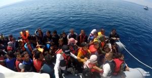 Yunanlıların ölüme sürüklediği göçmenler kurtarıldı