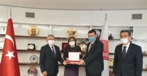 Başkan Büyükkılıç karayolları ve TCDD Genel Müdürleri ile Kayseri projelerini masaya yatırdı