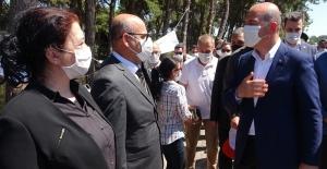 Bursa'da trafiği denetleyen Soylu, çocuklara polis düdüğü dağıttı