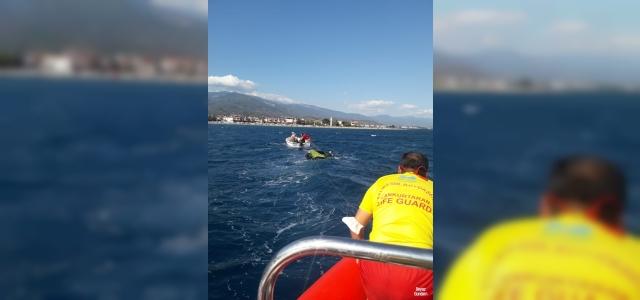 Edremit'te uçurtma sörfü yapan genç ve kurtarmaya gidenleri cankurtaranlar kurtardı