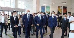 Kazakistan Başbakan Yardımcısı, şehir hastanesi modelini Manisa'da inceledi