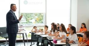 Öğrenciler yeni nesil dersler ile geleceğe hazırlanıyor