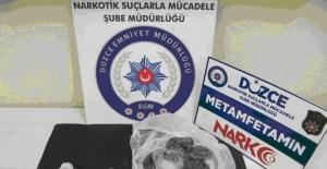 Polisten uyuşturucu operasyonu: 4 gözaltı