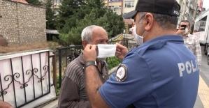 Tokat polisi ceza yerine maske hediye etti
