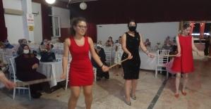 Yalova'da sosyal mesafeli kına halayı